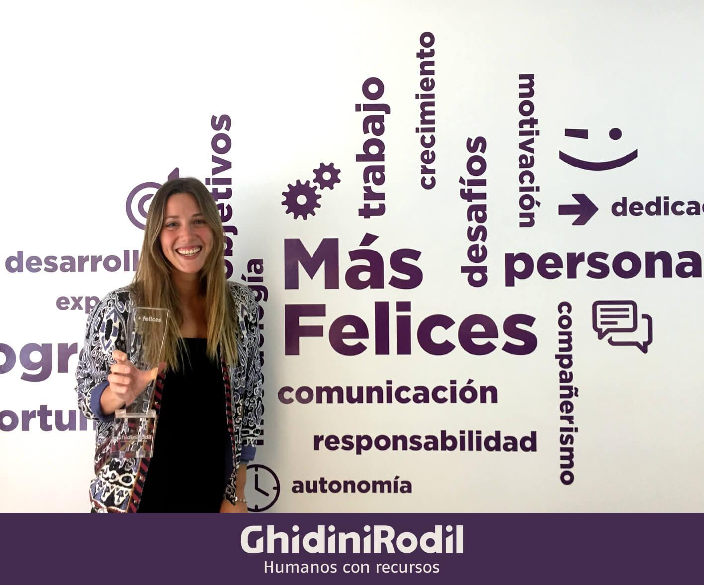 Desde el año 2014, en GhidiniRodil son los propios candidatos los que reconocen a los colaboradores de nuestro equipo que más los ayudaron a conseguir un nuevo y mejor empleo. Por segundo año consecutivo, en 2016 Luciana de Pérez fue elegida en primer lugar. ¡Felicitaciones Luciana por haber hecho más felices a más de 34 ejecutivos!